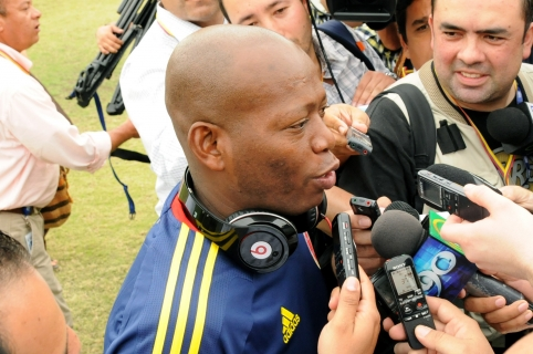 """Former Colombian football star Faustino """"Tino"""" Asprilla speaks with journalists before the start of a friendly football match against Bolivia, in the sidelines of the VI Summit of the Americas, in Cartagena, Colombia, on April 13, 2012. Leaders of the 34 member states of the Organization of American States (OAS) will attend the summit to take place April 14 and 15.    AFP PHOTO / MANUEL PEDRAZA / AFP / MANUEL PEDRAZA"""