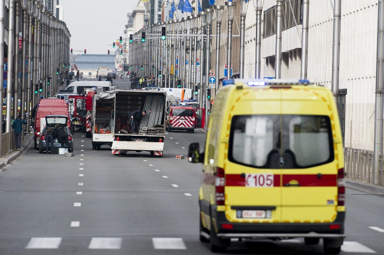 A picture taken on March 22, 2016 shows Belgian police and emergency staff arriving in the Wetstraat - Rue de la Loi, which has been evacuated after an explosion at the Maelbeek-Maalbeek metro station in Brussels. A string of explosions rocked Brussels airport and a city metro station on March 22, killing at least 13 people, according to media reports, as Belgium raised its terror threat to the maximum level. The blasts come days after the dramatic arrest in Brussels on March 18 of Salah Abdeslam, the prime suspect in the Paris terror attacks that killed 130 people in November, after four months on the run. / AFP / BELGA / LAURIE DIEFFEMBACQ / Belgium OUT