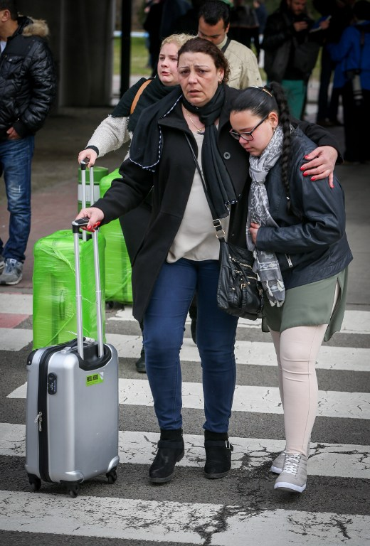 People are evacuated from Brussels Airport, in Zaventem, on March 22, 2016. after at least 13 people have been killed by two explosions in the departure hall of Brussels Airport. / AFP / Belga / VIRGINIE LEFOUR / Belgium OUT