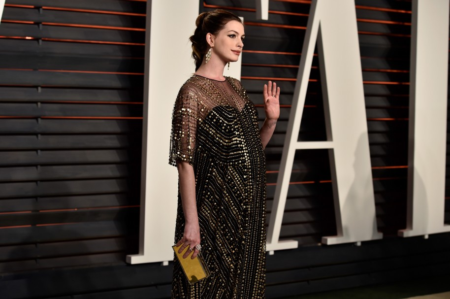 BEVERLY HILLS, CA - FEBRUARY 28: Actress Anne Hathaway attends the 2016 Vanity Fair Oscar Party Hosted By Graydon Carter at the Wallis Annenberg Center for the Performing Arts on February 28, 2016 in Beverly Hills, California.   Pascal Le Segretain/Getty Images/AFP