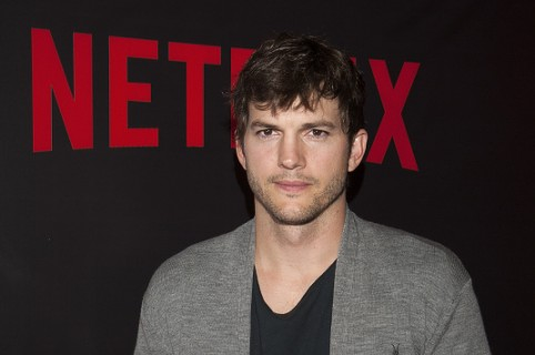 BUENOS AIRES, DISTRITO FEDERAL - MARCH 17:  Ashton Kutcher attends the 'Netflix Red Carpet' event at the Four Seasons Hotel on March 17, 2016 in Buenos Aires, Argentina.  (Photo by Lalo Yasky/Getty Images)