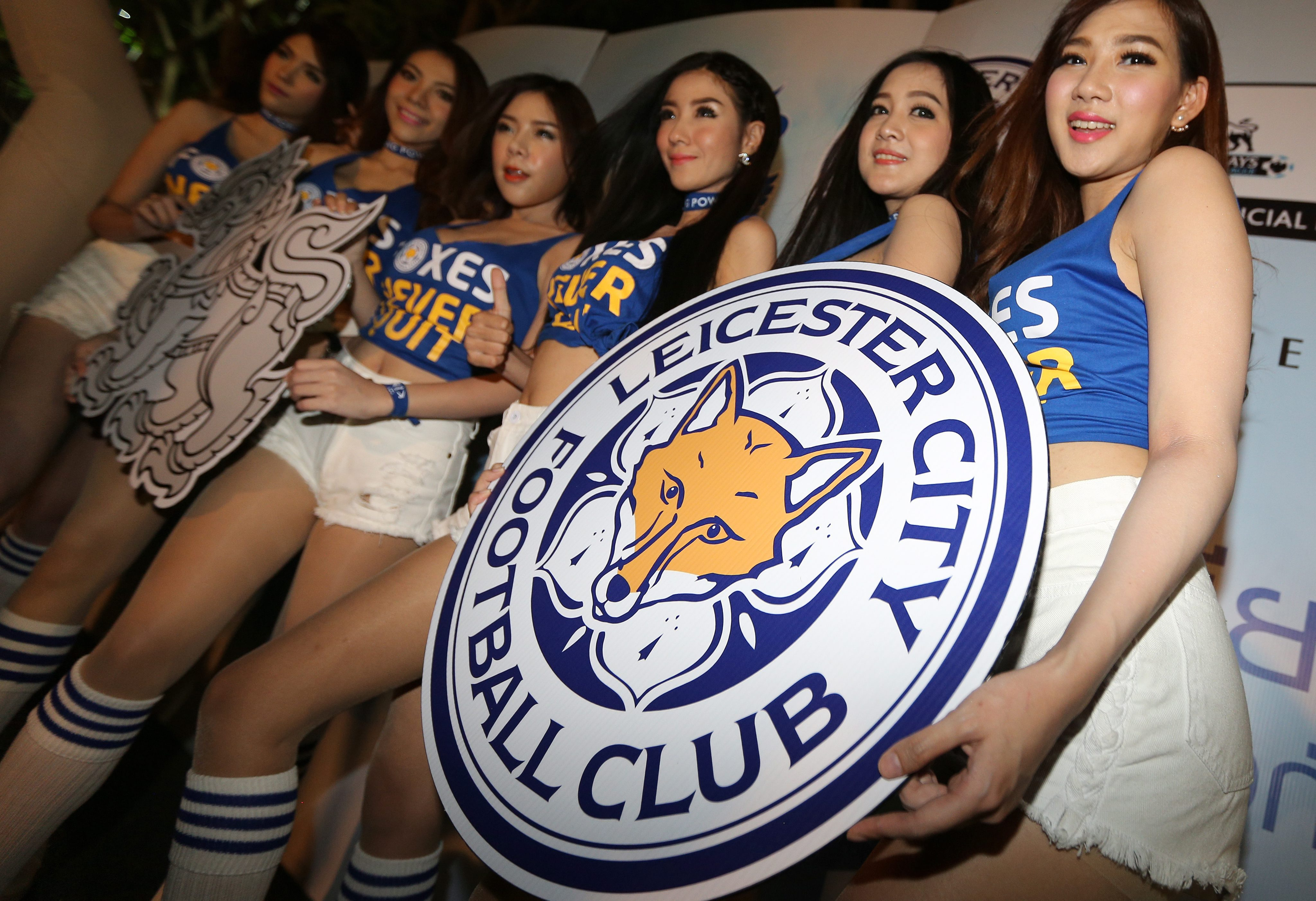 Thai fans of Leicester City watch English Premier League match against Everton in Bangkok