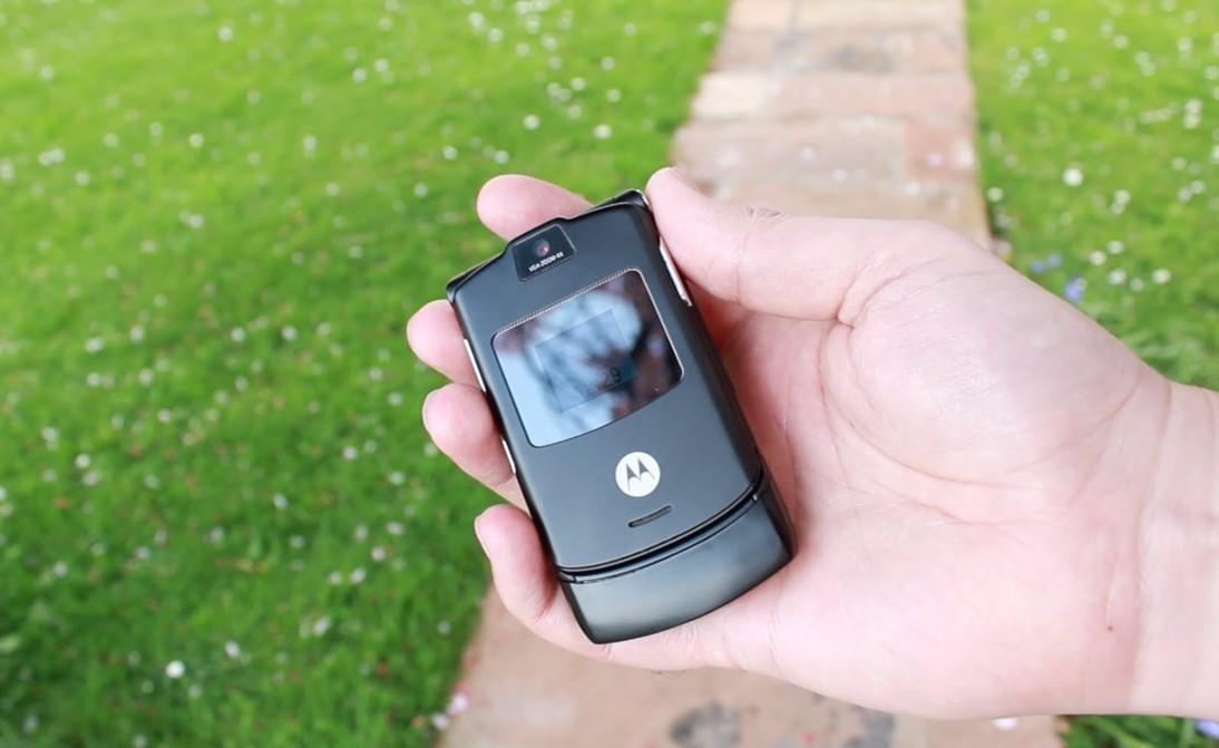 Motorola Lanza En Youtube Una Promocion De Su Celular Con Tapa