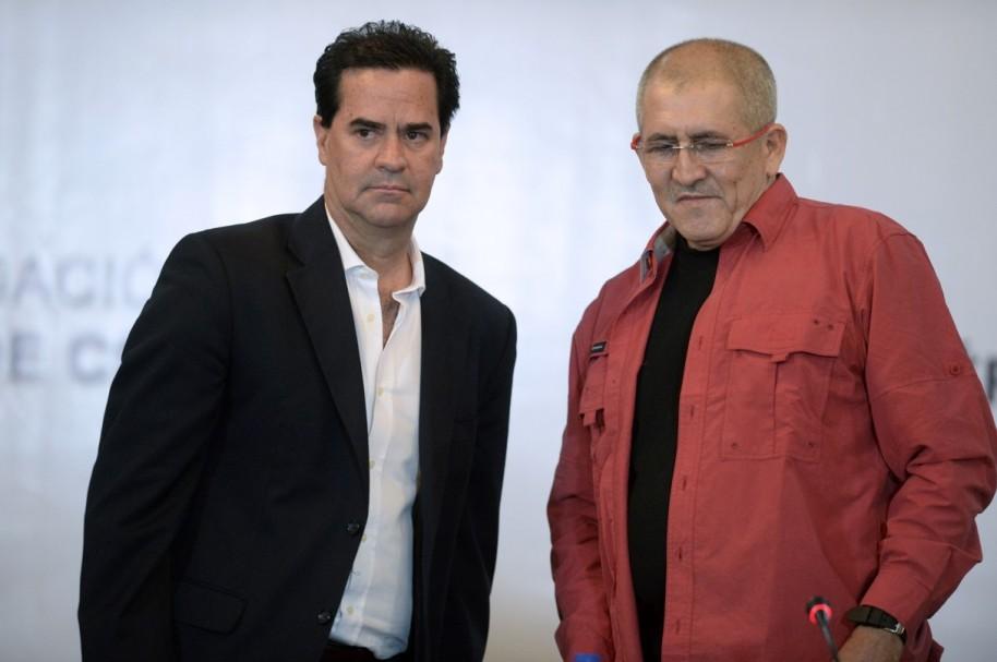 Frank Pearl (Gobierno) y Antonio García (Eln).