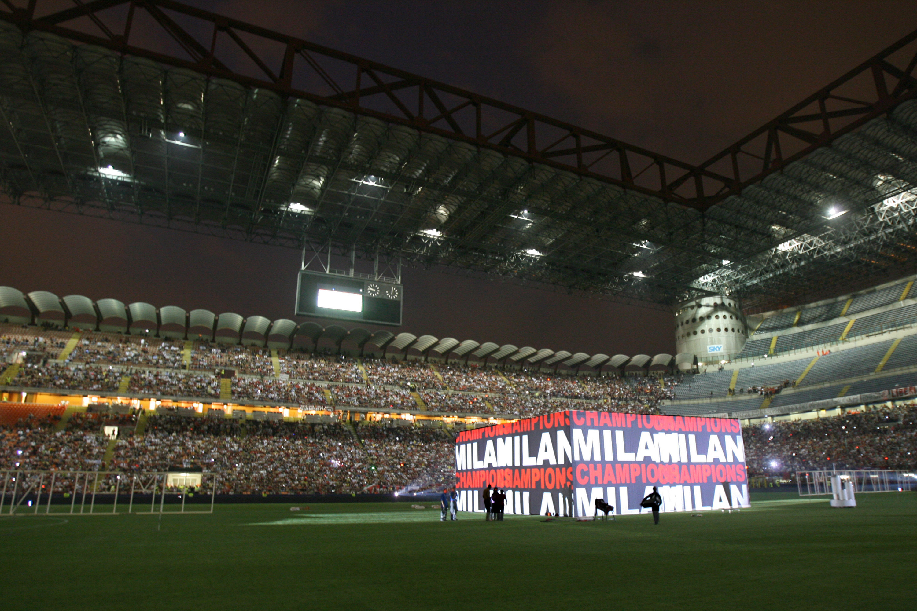MILAN, ITALY - MAY 25: A general view of San Siro Stadium during the Champion League celebration party on May 25, 2007 in Milan, Italy. (Photo by Getty Images)