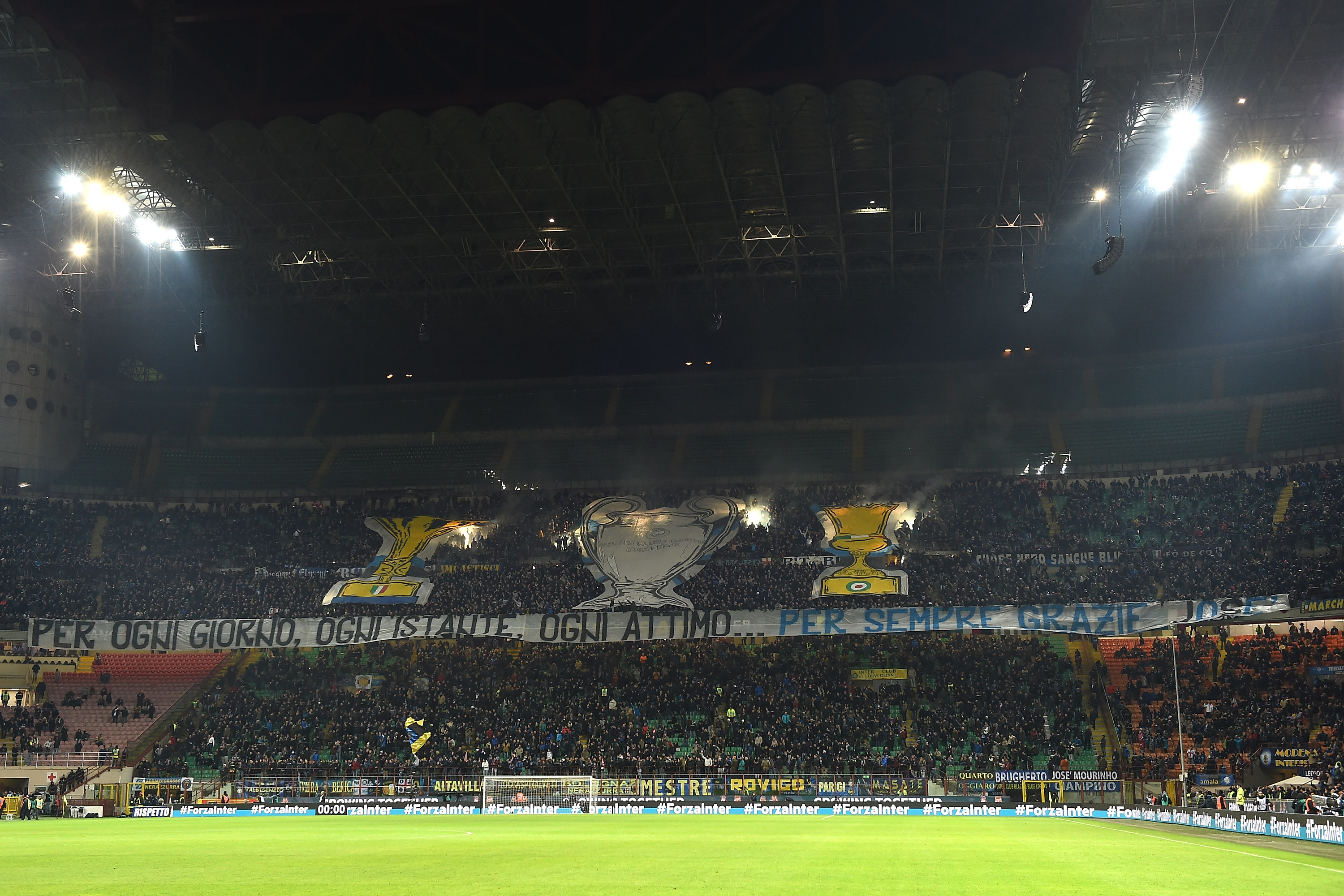 MILAN, ITALY - FEBRUARY 20: FC Internazionale Milano fans display a giant banner of thanks to Jose Mourinho during the Serie A match between FC Internazionale Milano and UC Sampdoria at Stadio Giuseppe Meazza on February 20, 2016 in Milan, Italy. (Photo by Valerio Pennicino/Getty Images)