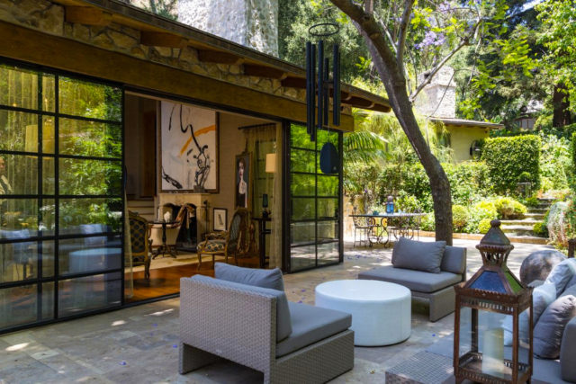 jennifer-lopez-28-million-mansion-home-house-bel-air-15-640x427