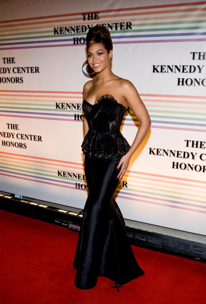 WASHINGTON - DECEMBER 07: Singer Beyonce Knowles poses for a photo on the red carpet at the 31st Annual Kennedy Center Honors at the Hall of States inside the John F. Kennedy Center for the Performing Arts on December 7, 2008 in Washington, DC. (Photo by Paul Morigi/WireImage)