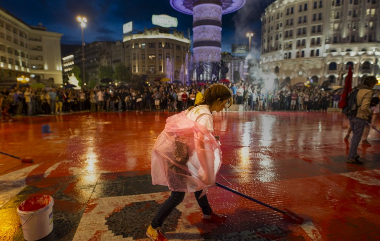 Protestors disperse color paint during a protest against the government, at central square, during an anti-government protest in Skopje on June 6, 2016, in a series of protests dubbed Colourful Revolution. Macedonia's president on June 6, 2016 said he was revoking all the controversial pardons he had granted in April to dozens of people implicated in a huge wiretapping scandal. President Gjorge Ivanov had on April 12 said he was halting probes into 56 Macedonians suspected of involvement in the scandal -- a surprise decision that sparked international condemnation and angry street protests. / AFP PHOTO / Robert ATANASOVSKI