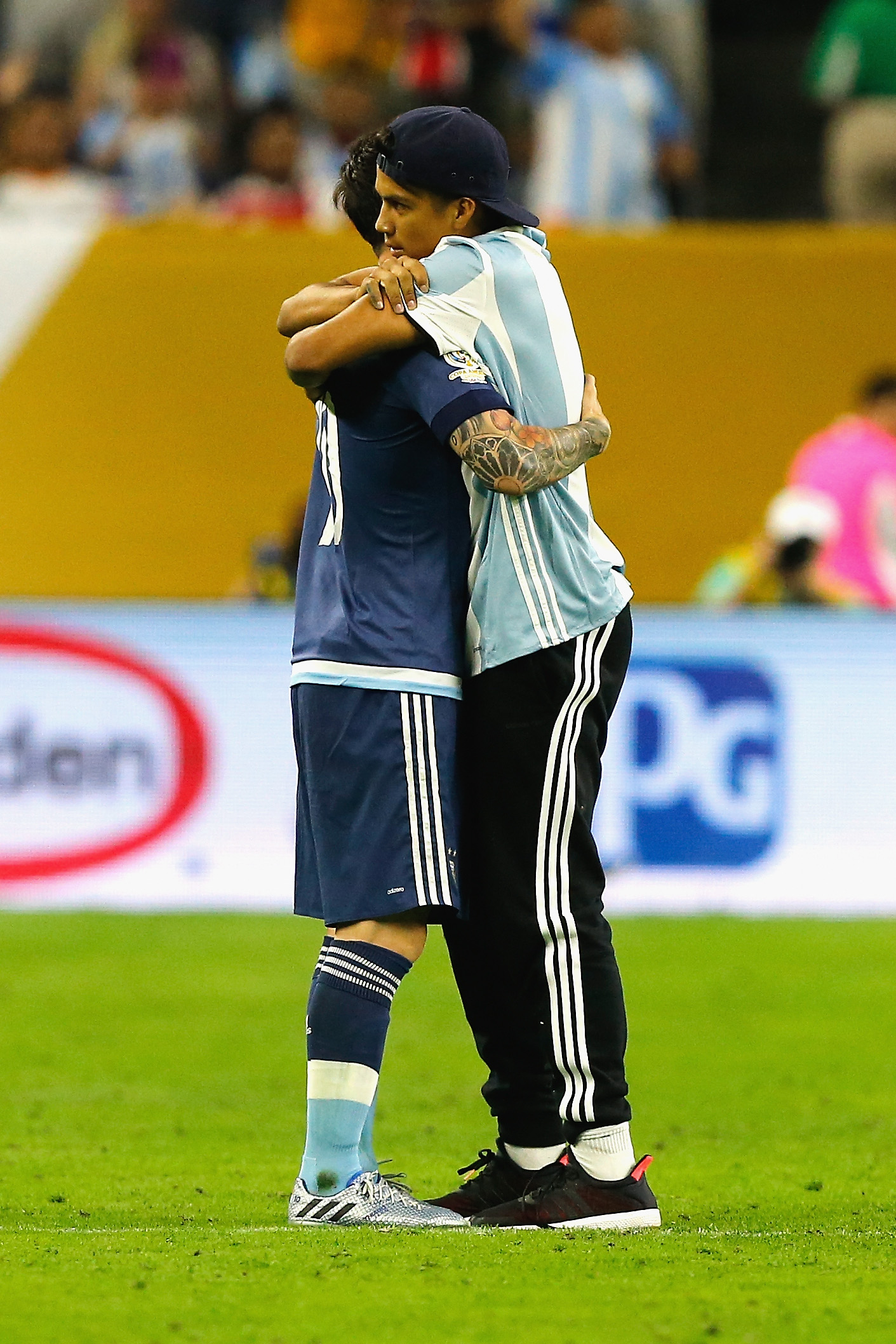HOUSTON, TX - JUNE 21: Lionel Messi #10 of Argentina hugs a fan who ran onto the field prior to the start of the second half during a 2016 Copa America Centenario Semifinal match between Argentina and the United States at NRG Stadium on June 21, 2016 in Houston, Texas. Bob Levey/Getty Images/AFP