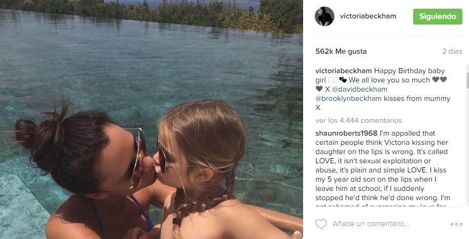 Victoria Beckham beso hija