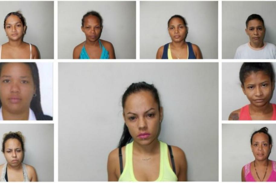 Josefa Cardona (tercera arriba –azul y amarillo) señalada de asesinar a una joven y sacarle su bebé del vientre - Pulzo.com