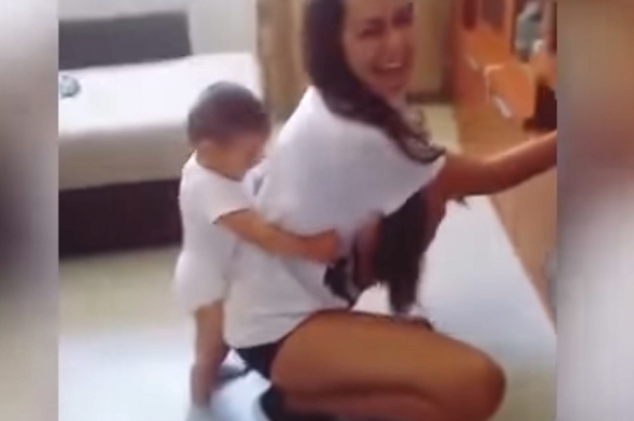 Mamá twerking