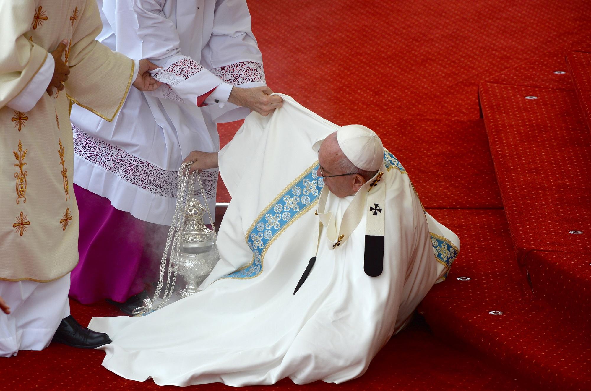 Caída del papa Francisco