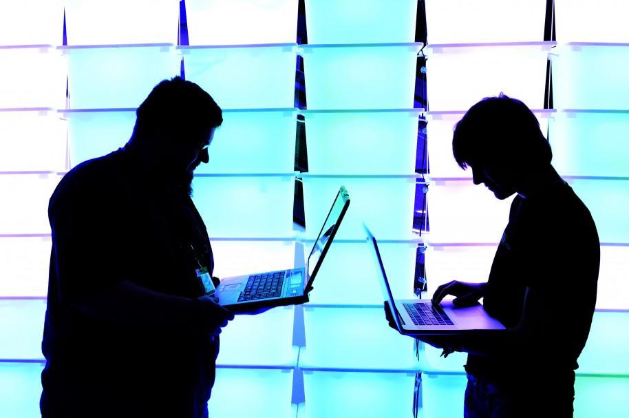 Hombres con computadores - Pulzo.com