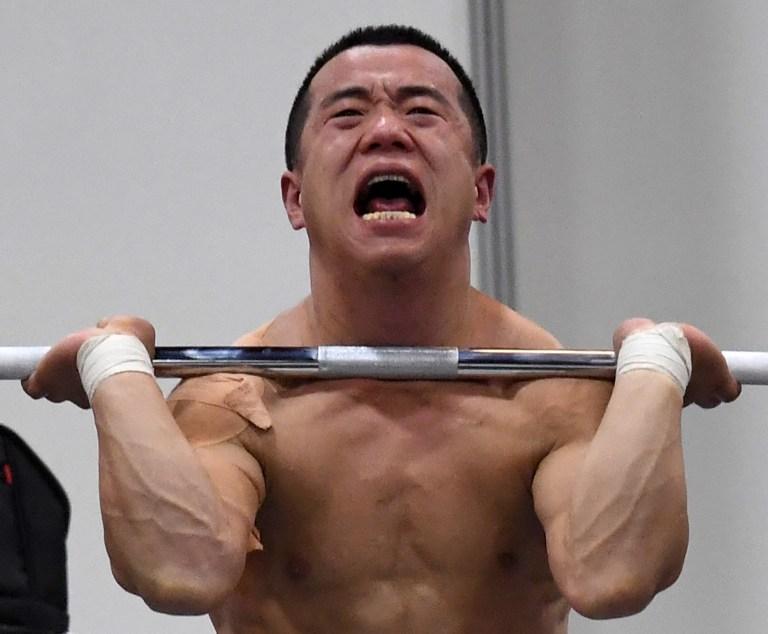 Un levantador de pesas coreano entrena para los Juegos Olímpicos. Pulzo.com