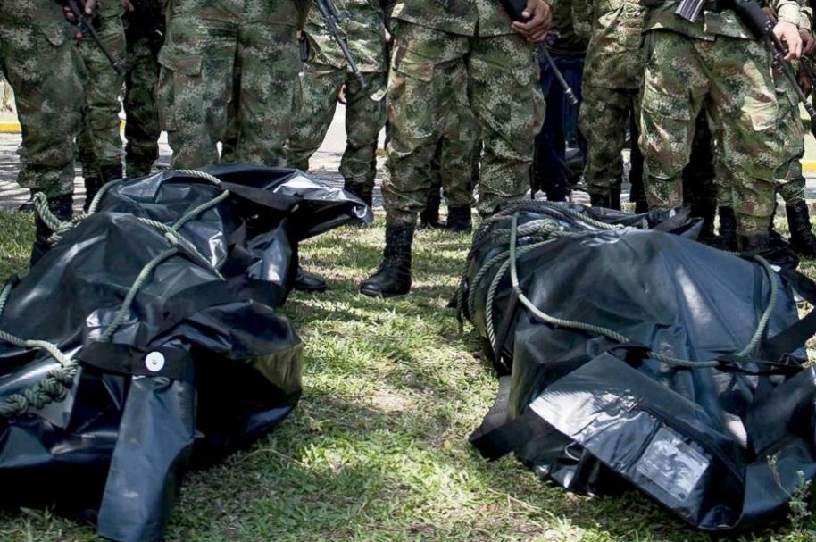 Militares presentando bajas