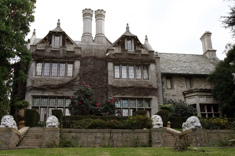 Playboy Magazine publisher Hugh Hefner's property, the Playboy Mansion, is pictured 11 January 2007 in Beverly Hills. AFP PHOTO/GABRIEL BOUYS / AFP PHOTO / GABRIEL BOUYS