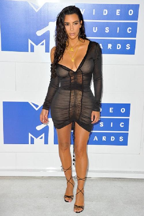 NEW YORK, NY - AUGUST 28: TV personality Kim Kardashian West arrives at the 2016 MTV Video Music Awards at Madison Square Garden on August 28, 2016 in New York City. (Photo by Allen Berezovsky/WireImage)