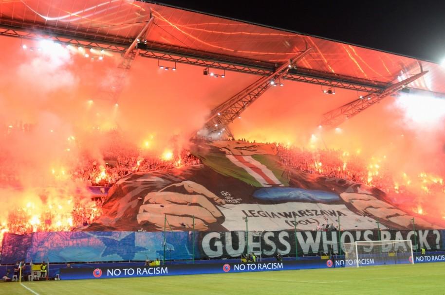 Tifo de la hincha del Legia en Champions League