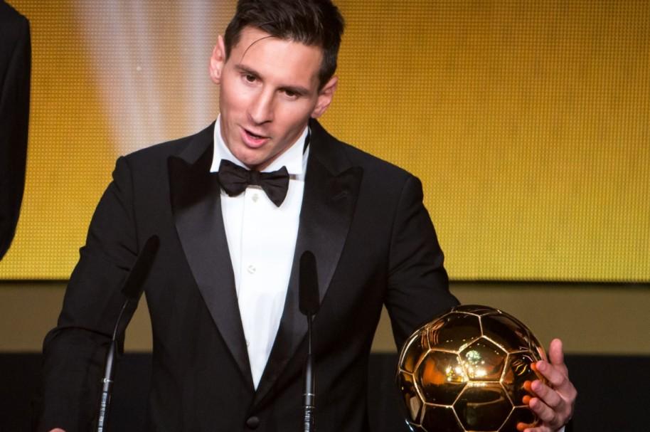 Lionel Messi con el Balón de Oro 2015