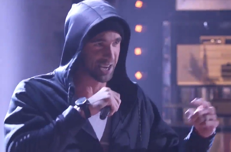 Michael Phelps en Michael Phelps dresses as Emimem, performs 'Lose Yourself' on 'Lip Sync Battle'