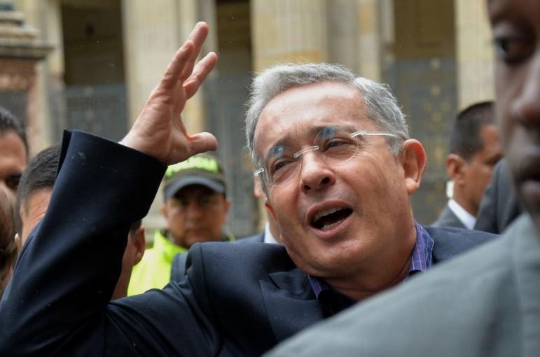 Rechiflas a Uribe en Pereira - Pulzo.