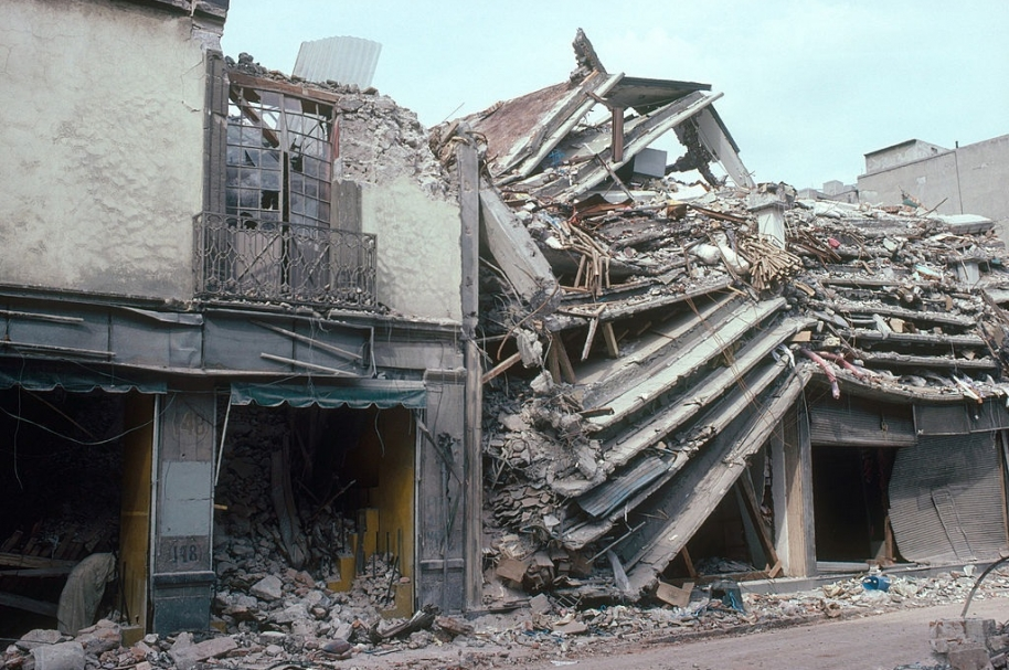 Edificación destruida por el terremoto de 1985