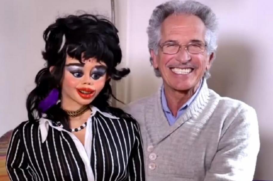 Ventrílocuo y su muñeca