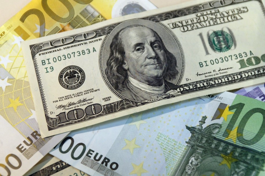 Dolar 7 (AFP)