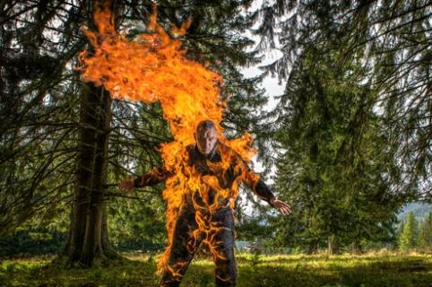 Josef Tödtling, ganador de 3 Récord Guinness por jugar con fuego. Pulzo.com