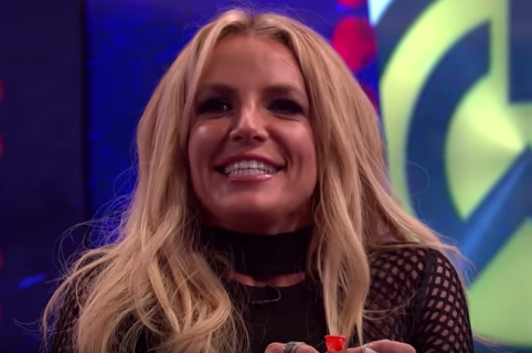Britney Spears cantó con helio. Pulzo.com