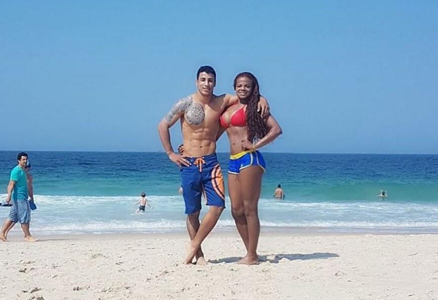 La medallista olímpica Jackeline Rentería y su novio, el luchador Alexis Cuero.