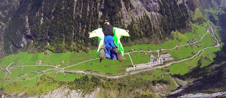 Salto con traje aéreo de Eric Dossantos. Pulzo.com