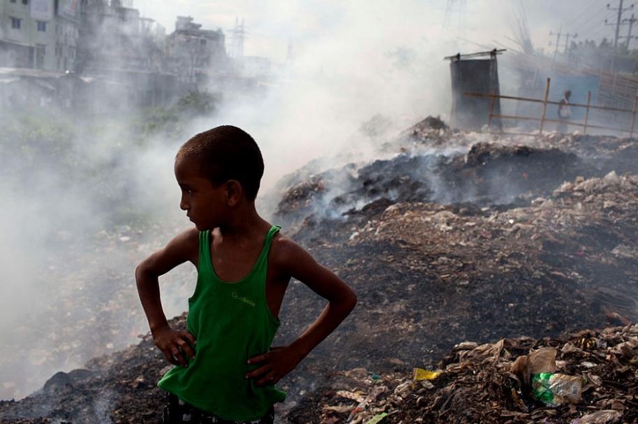 Niño afectado por contaminación