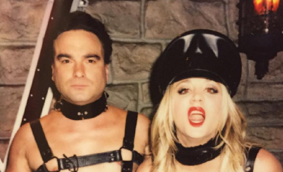 Kaley Couco y Johnny Galecki