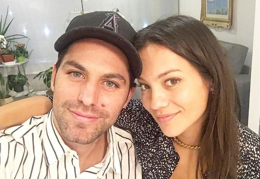 Renato López, actor y presentador de E! Entertainment, junto a Natalia Reyes, actriz colombiana.