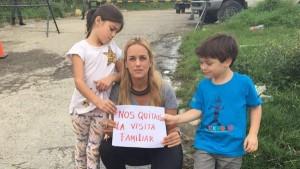 Familia de Leopoldo López protesta