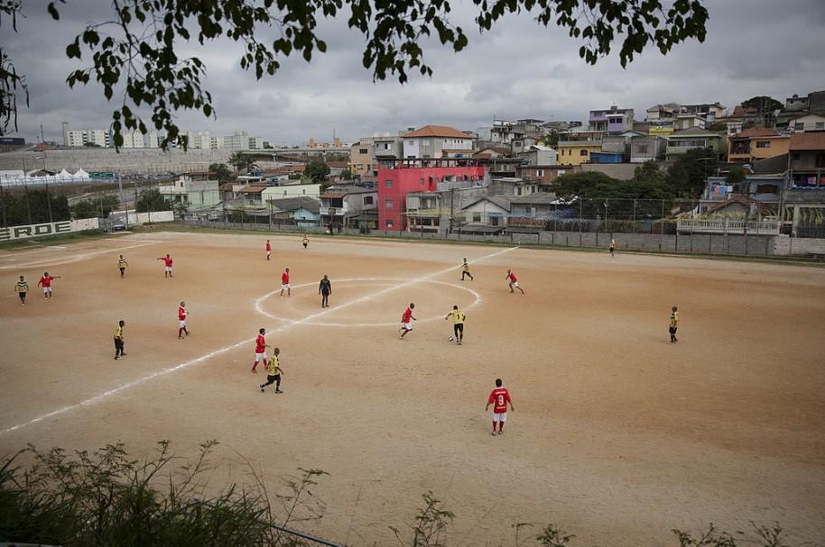 Cancha de fútbol en Brasil