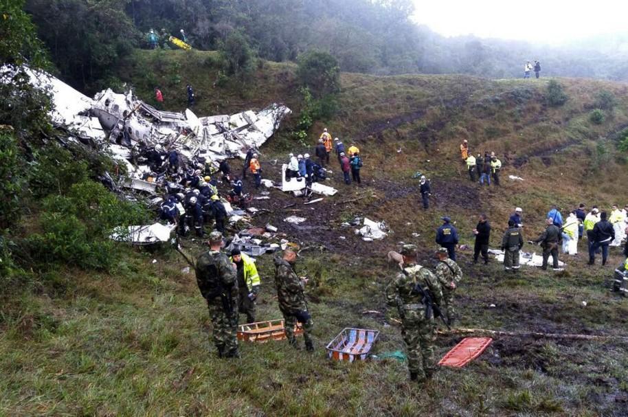 Equipos de rescate recuperan cuerpos del avión accidentado en el municipio de La Unión