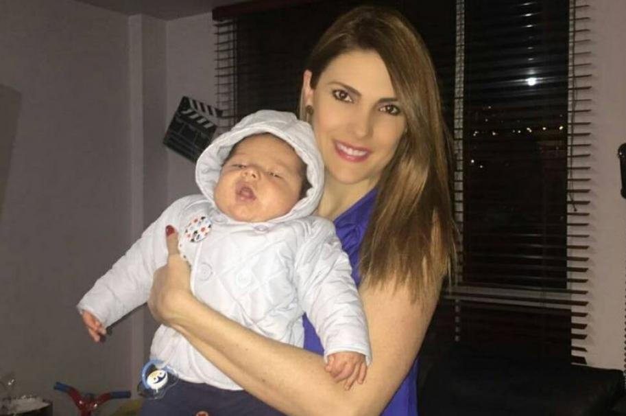 Ana Karina Soto, presentadora de Noticias RCN, y su hijo Dante, de 3 meses.