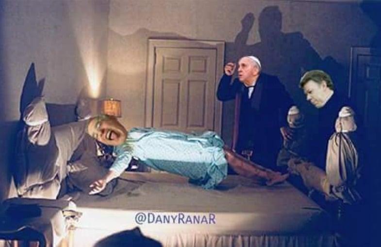 Meme del papa y Santos exorcizando a Uribe. Pulzo.com