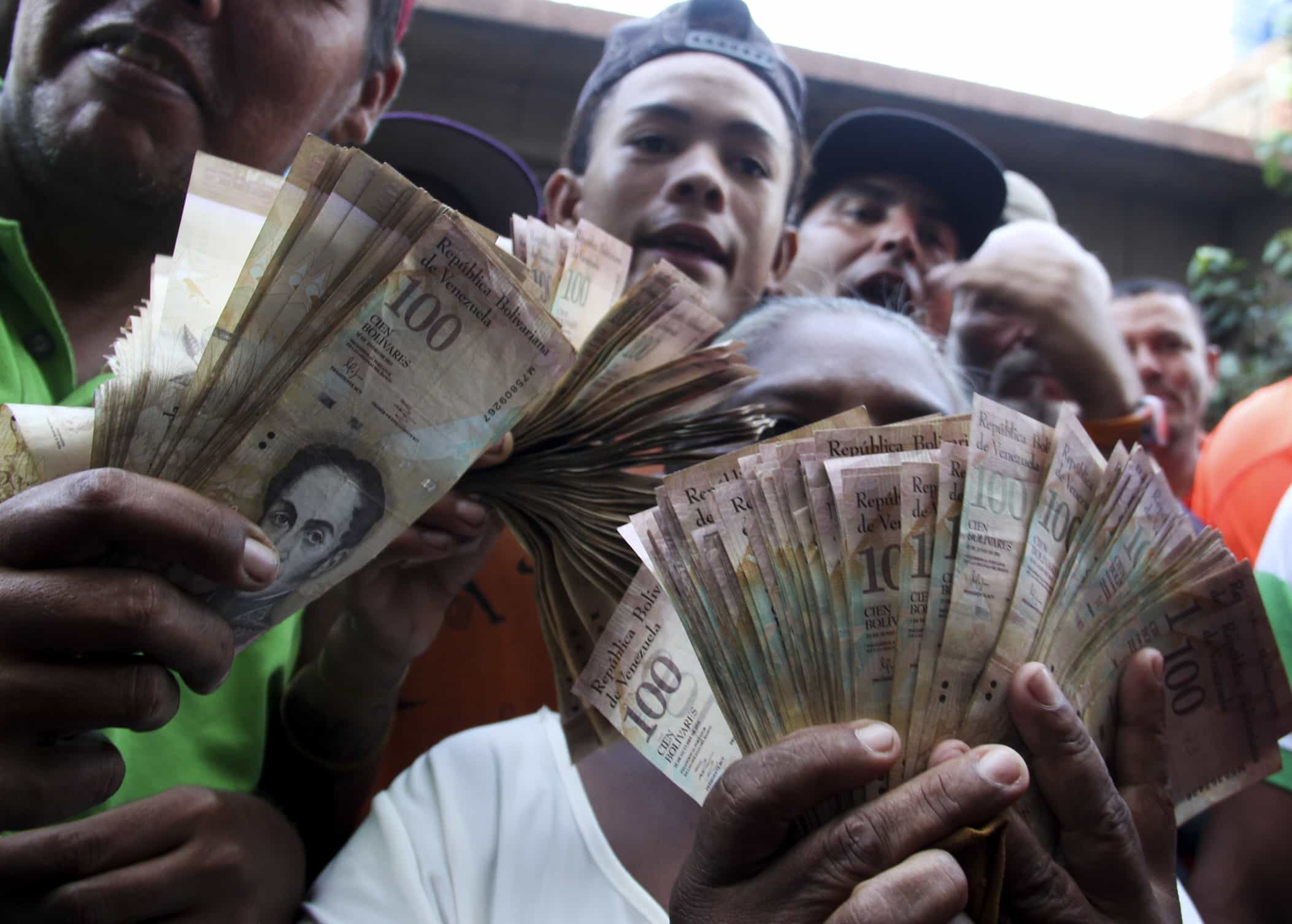 VENEZUELA-ECONOMY-CRISIS-CURRENCY