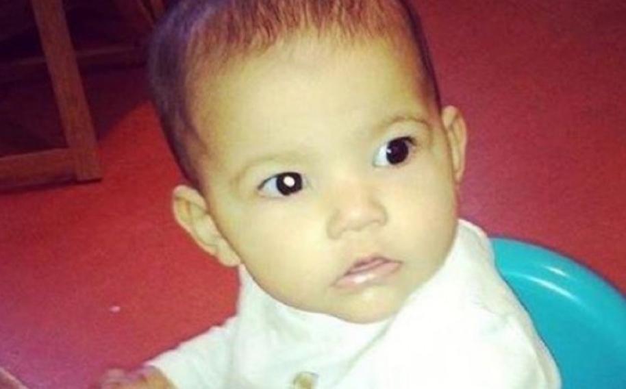 Bebé con cáncer de ojo