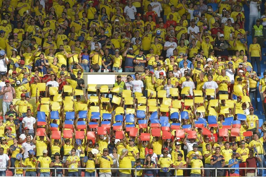 Hinchas de Colombia durante el partido contra Chile, en Barranquilla