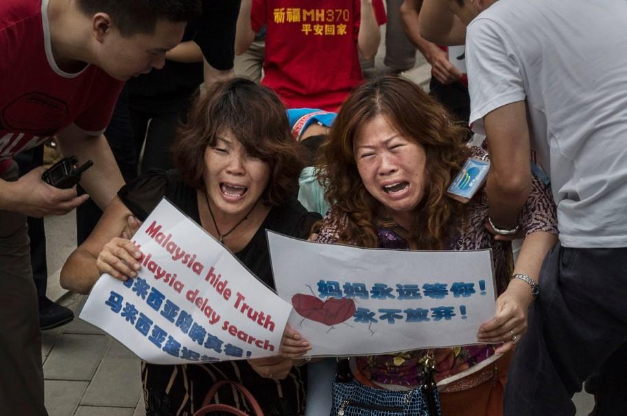 Familiares de los pasajeros del vuelo MH370, en China