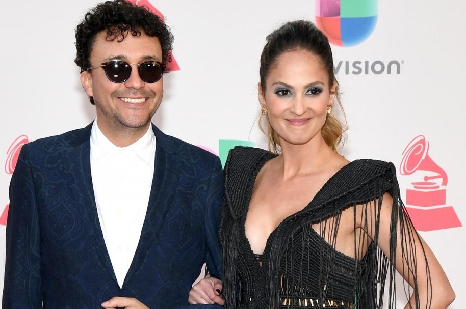 El cantante Andrés Cepeda y su novia, la periodista Elisa Restrepo.