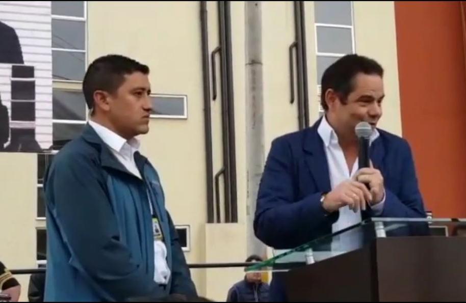 Vargas Lleras y su escolta
