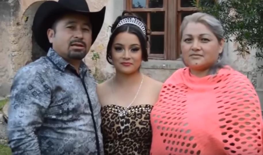 Rubi Ibarra y sus padres