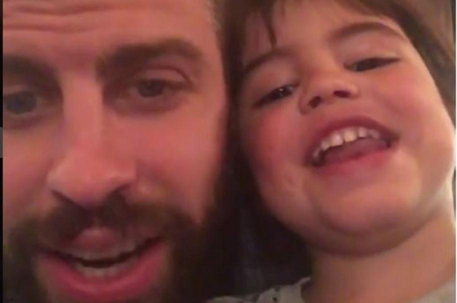 Gerard Piqué junto a su hijo mayor Milán